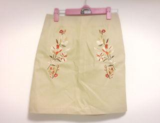 新品 刺繍 台形 スカート