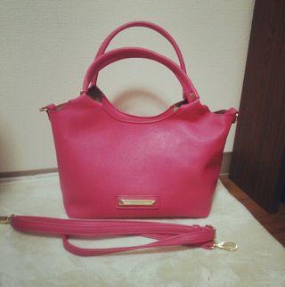 ピンク  ショルダー付きバッグ