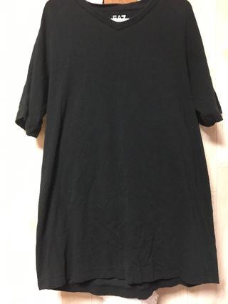 アルマーニ正規品Tシャツ色違い白もあります。