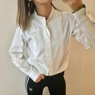 ホワイト ノーカラー シャツ