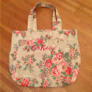 花柄ハンドバッグ