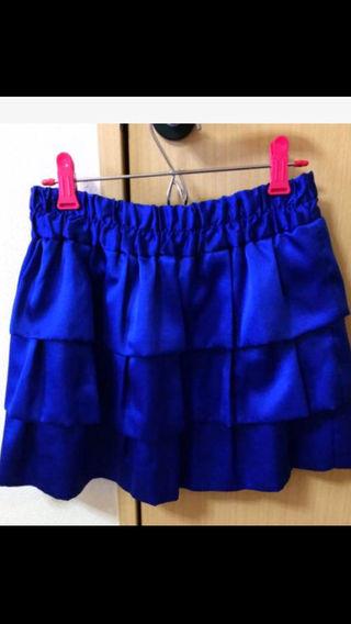 ブルーのミニスカート