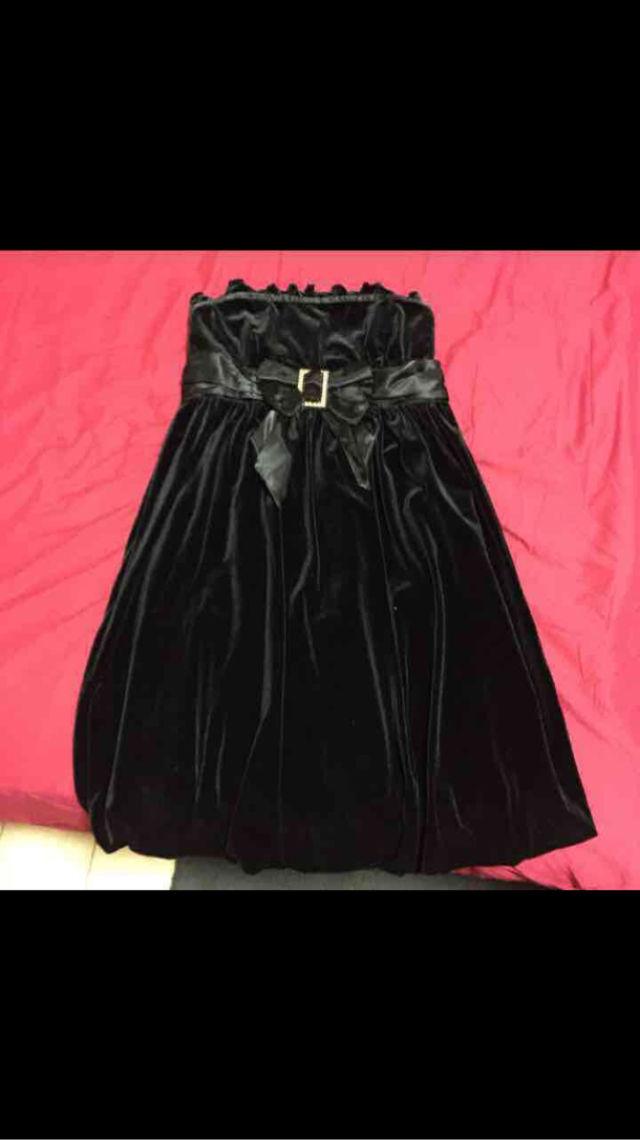 黒ベアトップドレス