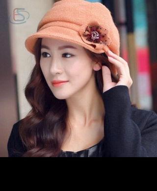 ウールの帽子 コサージュ付き サーモンピンク