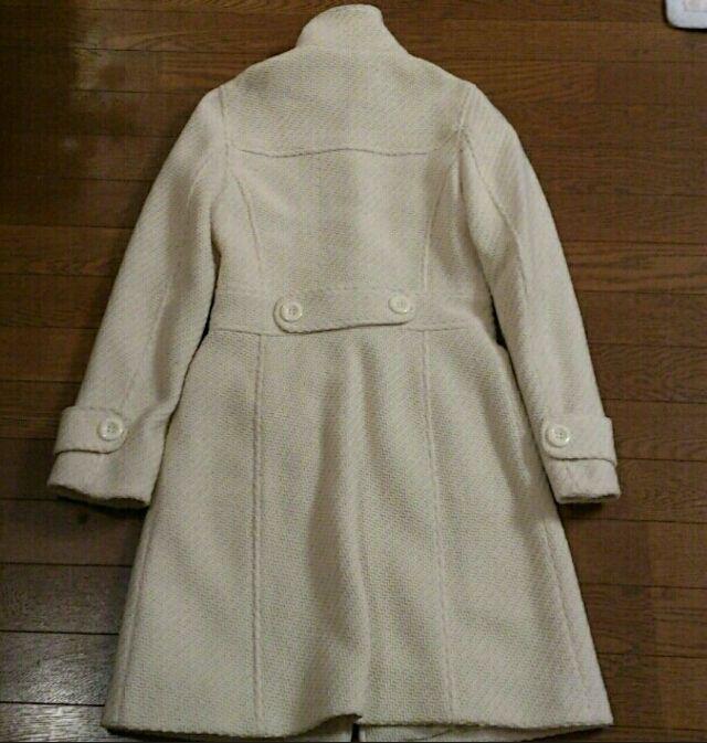 ロンドンで購入おしゃれ白コート
