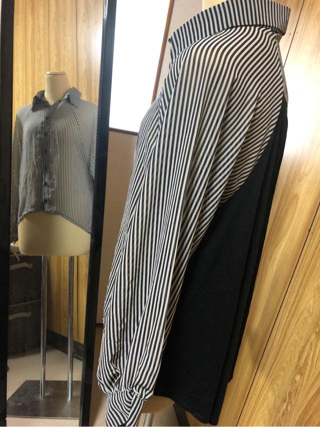 透け ストライプ、黒 シャツ
