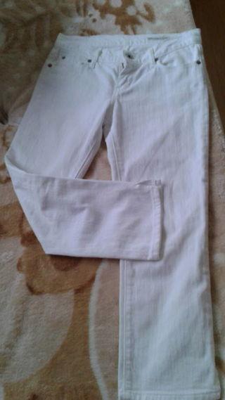 美品裾スリット入りホワイトクロップドパンツ透け感無
