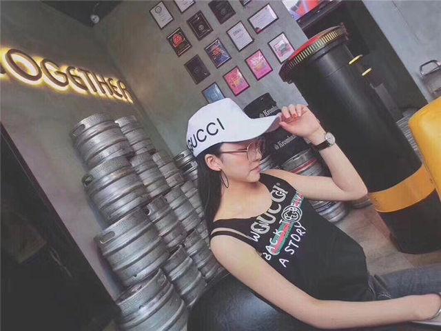 大人気 白/黒 キャップ 夏用帽子 恋人用 k02