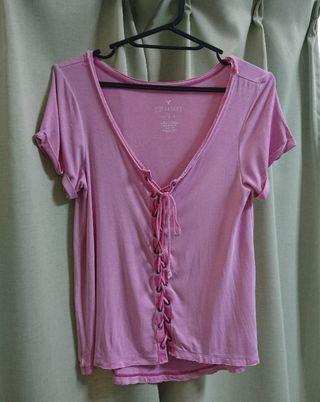 アメリカンイーグル薄ピンク胸あきデザインTシャツ
