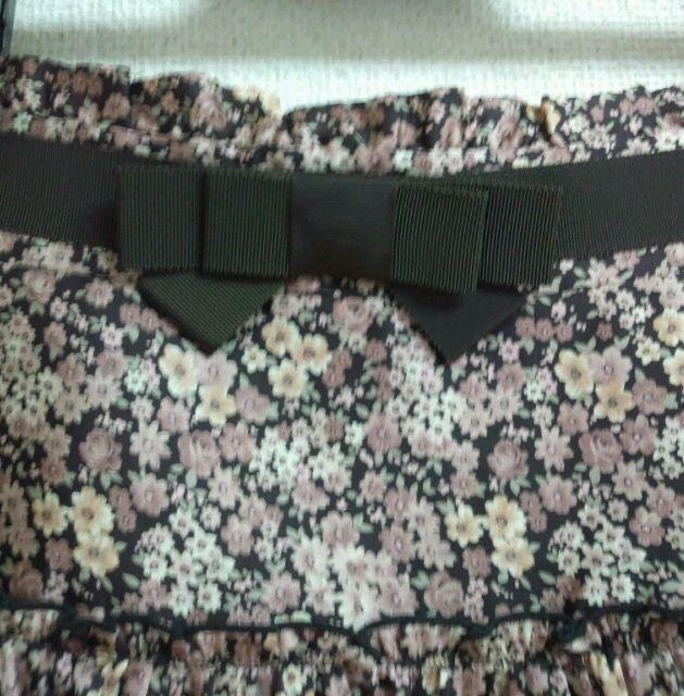 上品なフリルとリボンのスカート