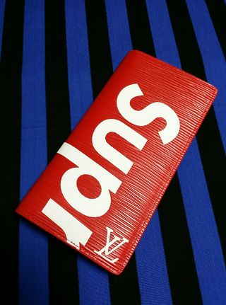 シュプリームプラザ二つ折り長財布赤色