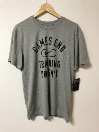 大人気 ナイキ Tシャツ 新品タグ付き Lサイズ