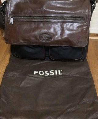 FOSSILショルダーバッグ