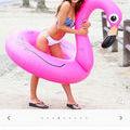 大人気ピンクフラミンゴ浮き輪