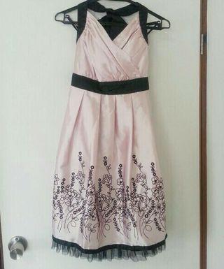 品のあるピンクドレス