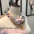 人気スカーフ 美品BURBERRYシルク調スカーフ l28