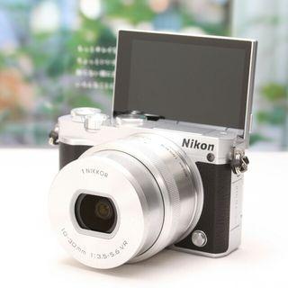 超美品Wi-Fi搭載&自撮りミラーレスNikon J5