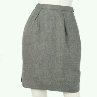 無地タックタイトスカート