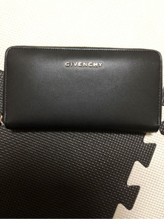 GIVENCHY風財布