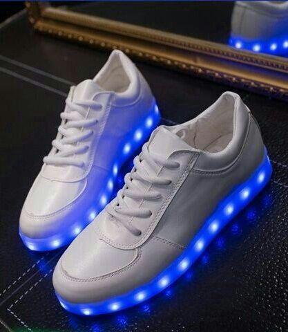 LEDスニーカー 22.5~28cm 光る靴 LED靴 - フリマアプリ&サイトShoppies[ショッピーズ]