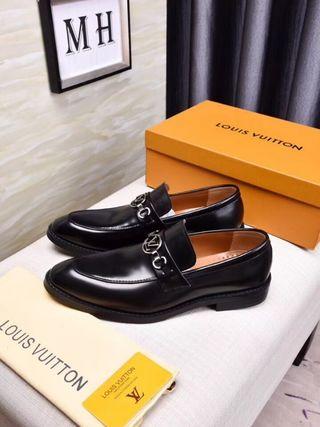 ヴィトン 革靴。 国内発送。