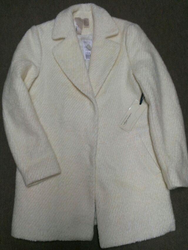 可愛い白コート