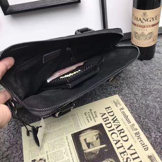 新入荷    プラダ ショルダーバッグ ブラック