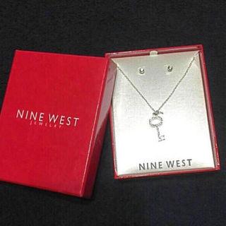 新品 箱入りNINE WESTピアス ネックレス