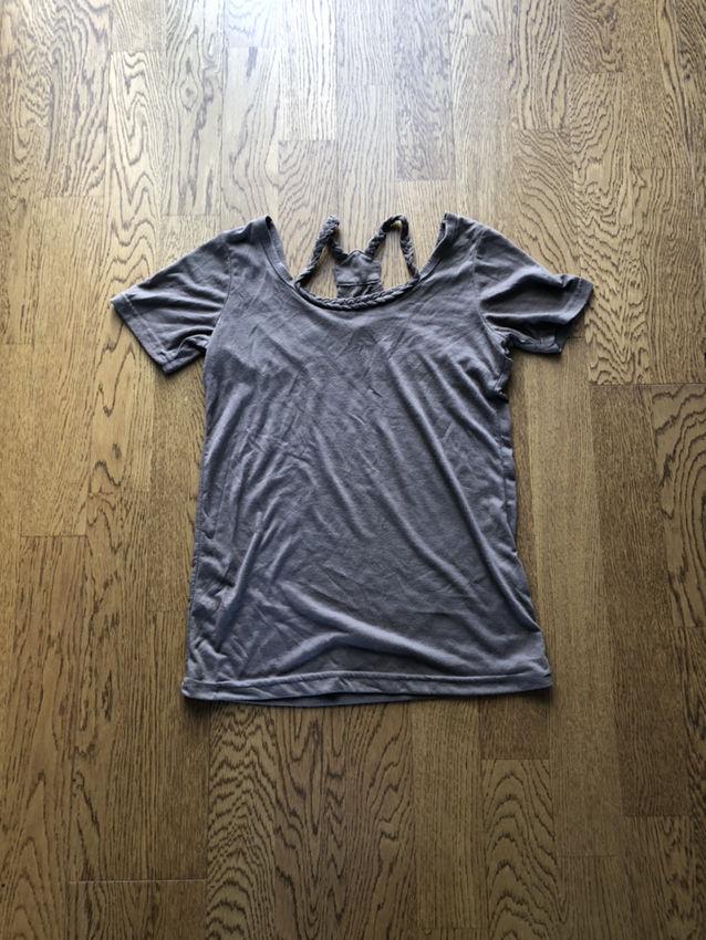 カーキーTシャツ