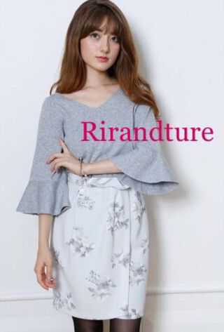 定価15,120円グラデフラワープリントタイトスカート