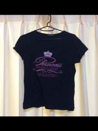 黒プリントTシャツ