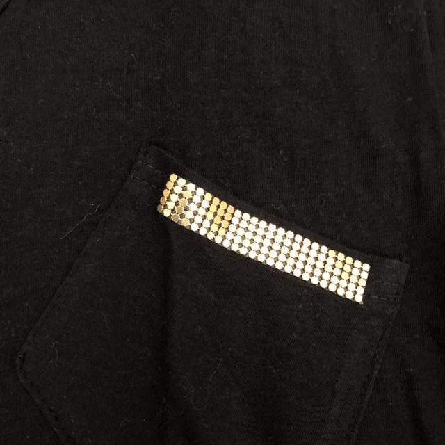 スタッズTシャツ