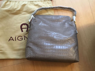 【新品未使用】アイグナー本革型押しクロコショルダーバッグ