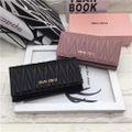 可愛い美品 人気2つ折長財布 ブラック/ピンク
