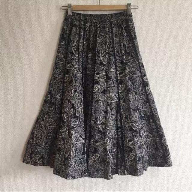 インディゴブルーのフレアスカート