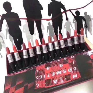 一箱は12種の色4900 大人気商品のMac口紅. C1