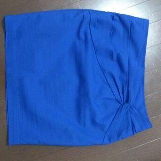 青 タイトスカート
