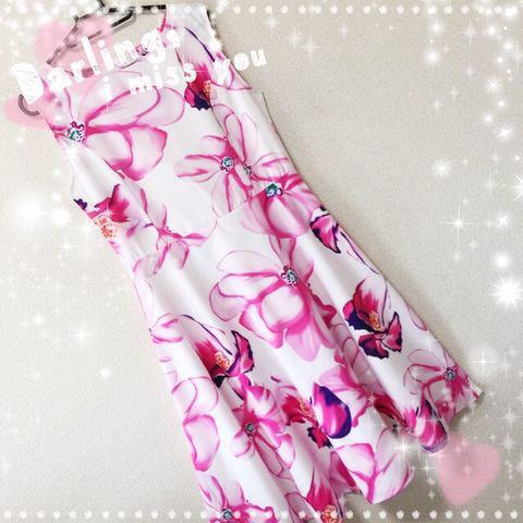 新品ベルト付き花柄ふんわり綺麗ワンピース M