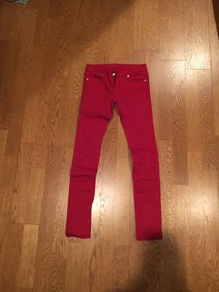 GU赤色パンツ