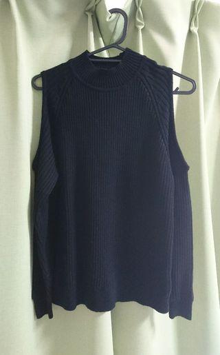 H&Mブラック肩あきプチタートルネックセーター