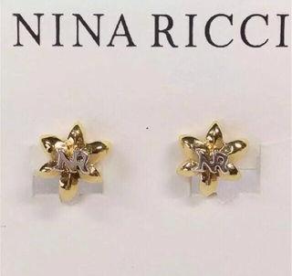 NINA RICCIニナリッチロゴ入りフラワーイヤリング