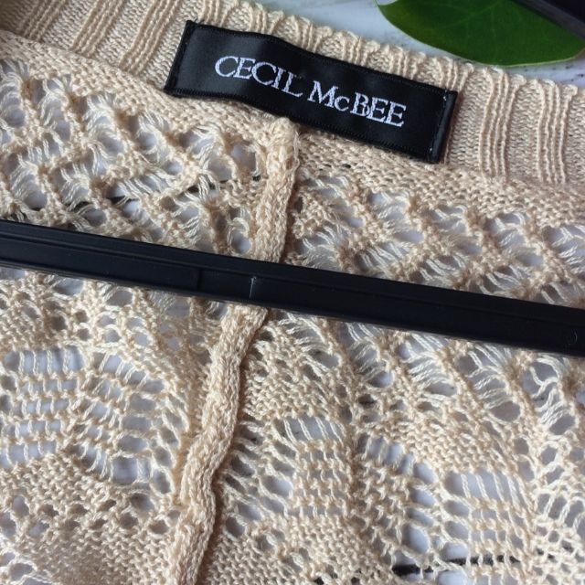 美品!セシルマクビー薄手透かし編みニットカーディガン