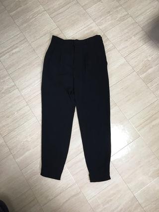 ブラックシンプル細身パンツ