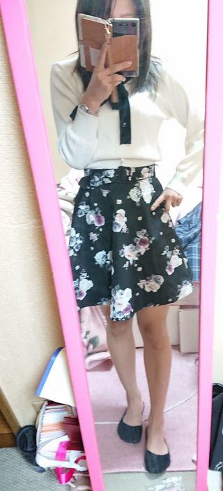 アラマンダ ベルト付き花柄フレアスカート