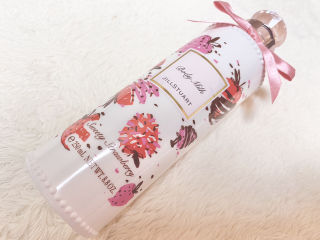 JILLSTUART strawberry bodymilk
