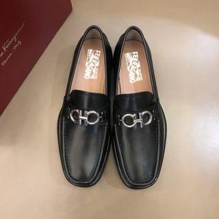 本革。送料込み。最高品質。ローファー/革靴
