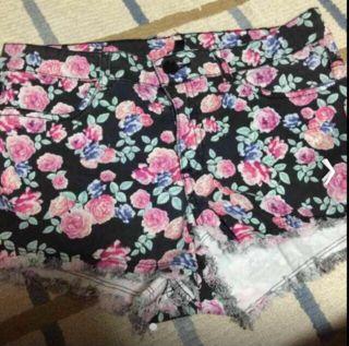 H&M 花柄ショートパンツ