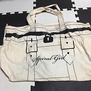 ほぼ新品SPIRAL GIRL ボストンバッグ