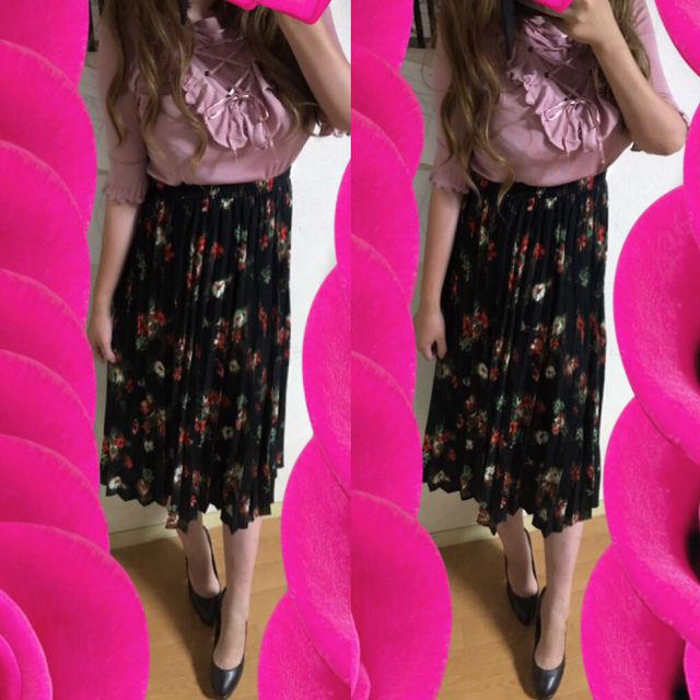 コーデフリルトップス+花柄プリーツひざ丈スカート