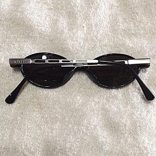 KANGOLつるのデザインがクールなサングラス